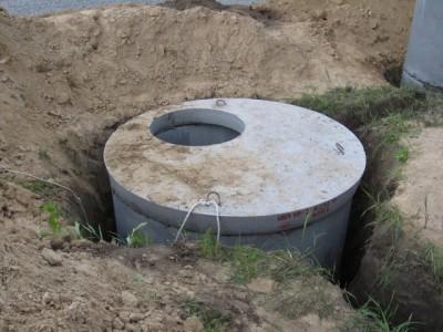 Пример выгребной ямы из бетонных колец