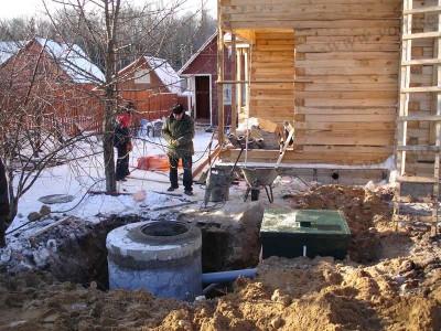 Строительство канализации на даче в зимний период