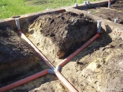 Прокладка пластиковых канализационных труб