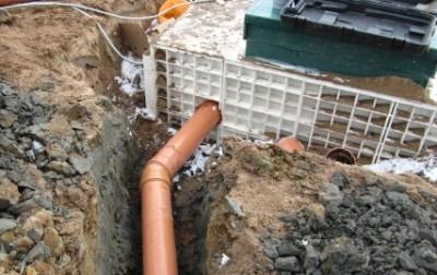 Подключение сливной трубы канализации к септику