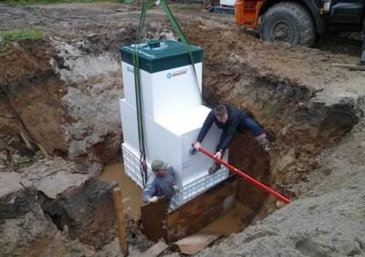 Процесс установки септика в котлован